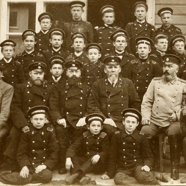 Ainažu jūrskolnieki un skolotājs, 1906. g.