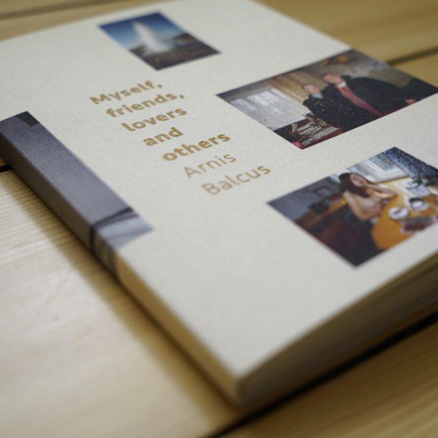 """Grāmata """"Es, draugi, mīļākie un citi"""" tagad pieejama arī muzejā"""
