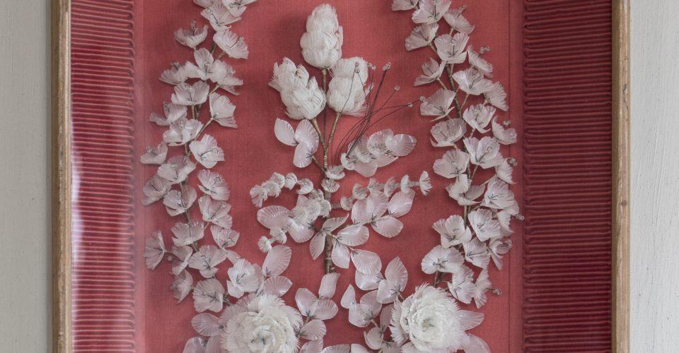 Līgavas vainags un līgavaiņa žaketes atloka dekors