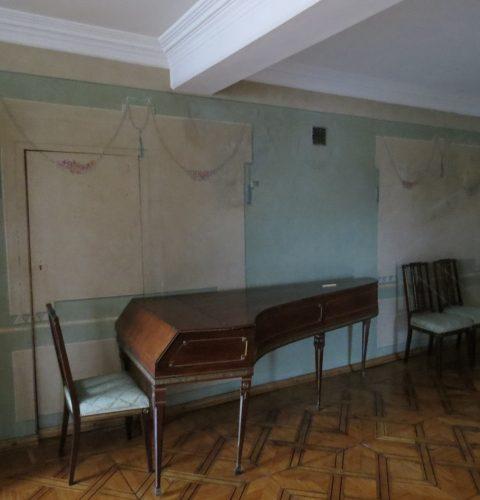 Dzīvojamā zāle un tangentflīģelis