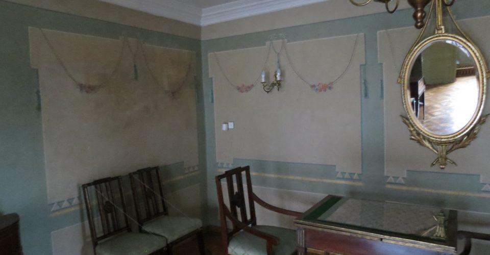 Dzīvojamā zāle un Baltās muižas spogulis