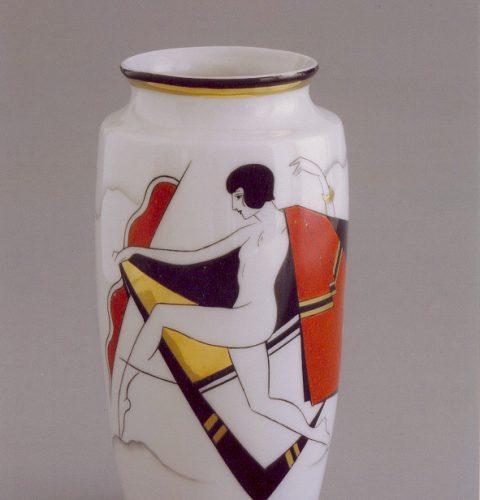 """Porcelāna vāze. Rīga, darbnīca """"Burtnieks"""", mākslinieks Sigismunds Vidbergs, 1927. g."""