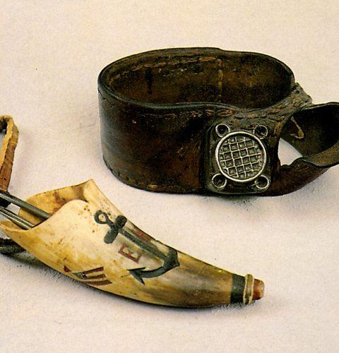 Buru šuvēja cimds un tauku rags ar adatām, 19. gs. beigas.