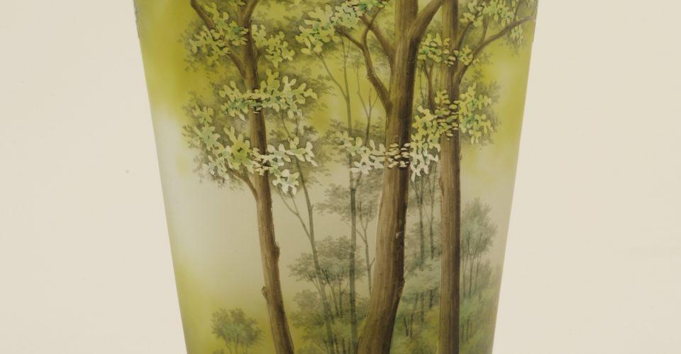 Стеклянная ваза. Франция, Нанси, мануфактура братьев Домэ. 1910–1927 г.