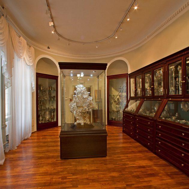"""Svētdienas programma ikvienam interesentam """"Sudraba kabinets un dārgmetālu priekšmetu kolekcija muzejā"""""""